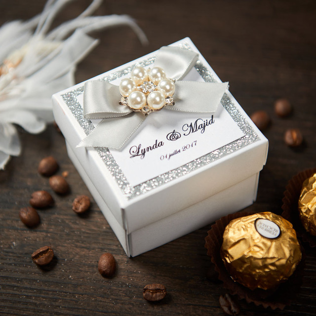 Elegant Wedding Gifts Candy Boxes With Ribbon Bow And Pearl Buckle
