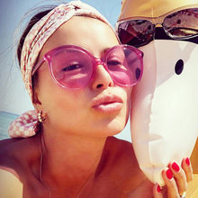 Nova Marca Hip hop Feminino Rodada Óculos De Sol Mulheres Sunglass oculos  de sol óculos Oversized Óculos de Sol Do Vintage Rose . 6a7ae37b11
