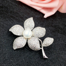 New Romantic Flower Freshwater Pearl Brooches for Women Fashion Jewelry Luxury Zircon Brooch Pin Wedding Christmas Gift