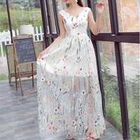2017 Popular Romantic Floral Long Evening Dresses Floor Length A Line V Neck See Through Prom