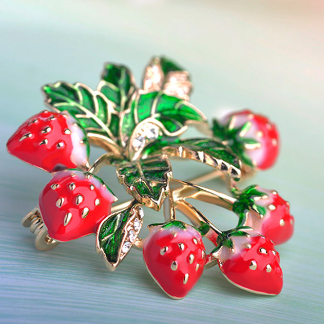 Blucome Perfect Enamel Red Strawberry Brooches For Kids Women Christmas Accessories Brand Flower Pins Broches