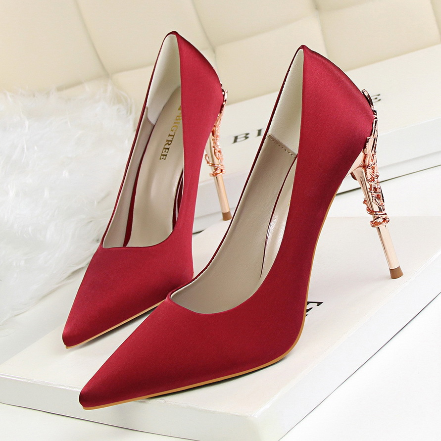 2018 Temperament Pointed Red Bottom High Heels Pumps Low