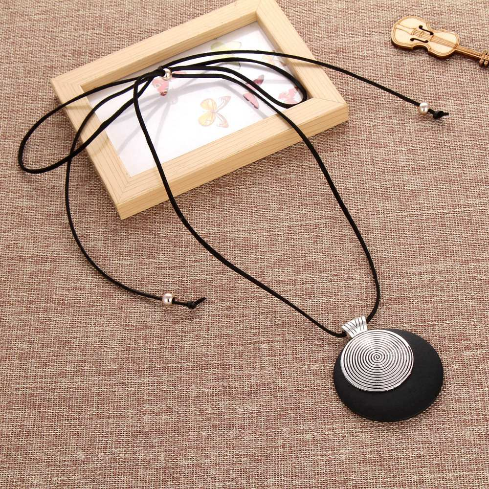 vintage woman Necklaces jewelry