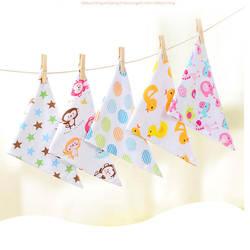 Oklady детские нагрудники Треугольники двойной хлопковые нагрудники мультфильм печати слюны Полотенца для маленьких мальчиков девочек