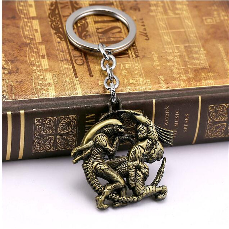 все цены на Dropshipping Movie Jewelry Aliens Predator Keychain 3D Game Key Chains Alien Queen Pendant Keyring Men Jewelry 10881