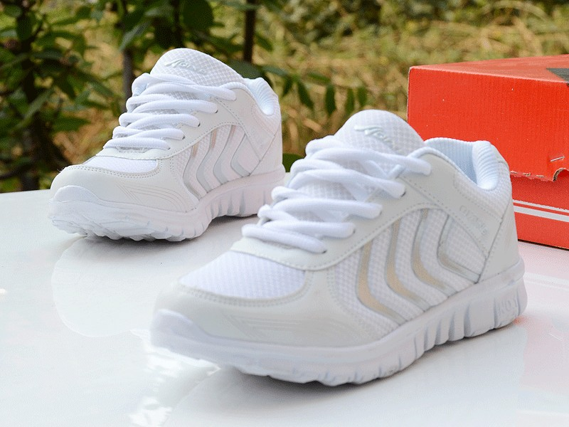 Foto from the right Women's breathable light sneakers for tennis. Women's breathable light shoes for basketball white color