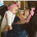 Nuevo bebé de la madre del pelo floral lindo padre-hijo madre del bebé venda del pelo banda de pelo de moda de Europa y América 2 UNIDS/SET