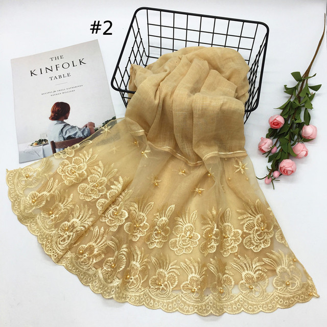New 2018 winter Muslim hijab luxury embroidery lace floral scarf lady cotton scarf brand head scarf Arab female Stoles Bandana