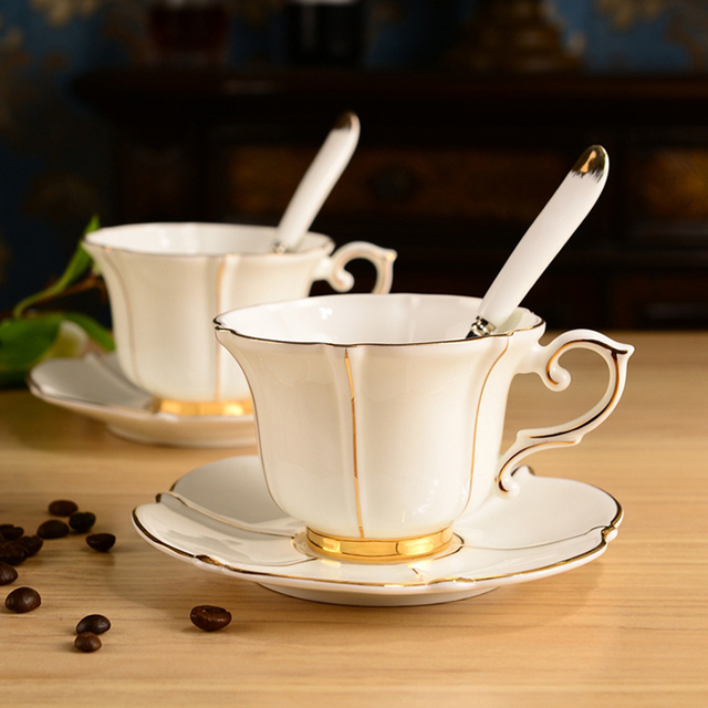 Fine Bone China Coffee Cup Set European Royal Style Tea Cups And Saucers 200ml Ceramic