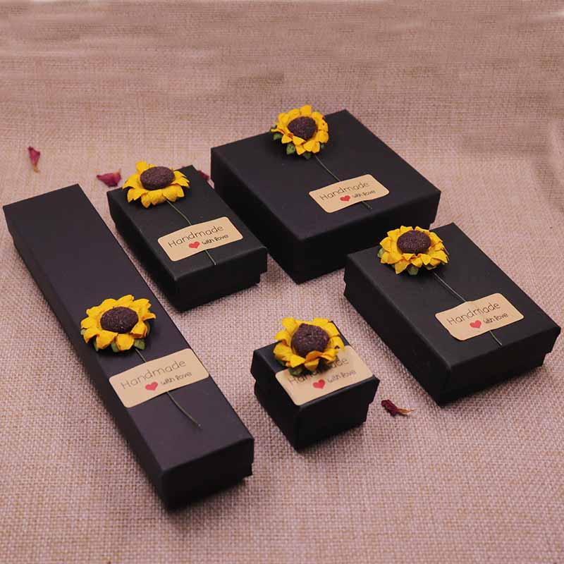 24pcs 2018 DIY Flower & HandMade With Love Label Necklace box Kraft /Black /Blue/White New Design Packing Pendant Box
