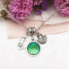 5pcs Mermaid scale necklace, fish scale necklace, mermaid necklaces, holographic, Seashell necklace, shimmery mermaid jewelry