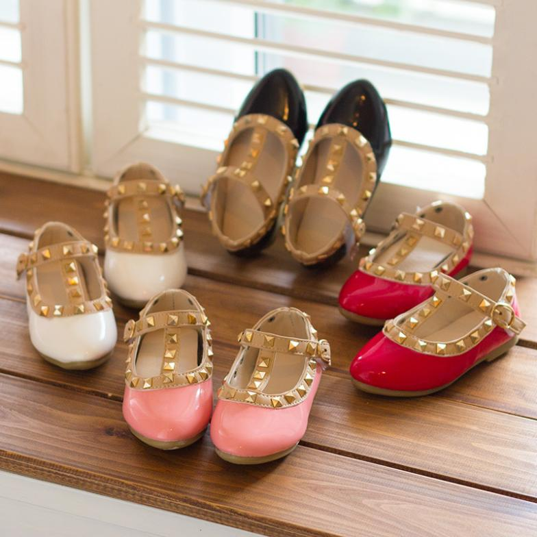 2019 New Children Shoes Girls Sandals Soft Soled Fashion Kids Girls Leather  Shoes Studded Girls Flats Shoes Gladiator Sandals