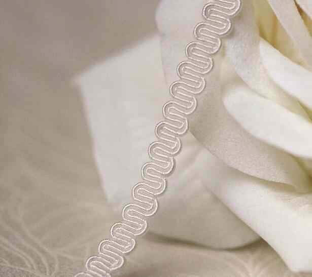 กว้าง 0.6 ซม.เย็บปักถักร้อย Beige ดอกไม้ผ้าลูกไม้ Trim ริบบิ้น DIY จักรเย็บผ้า applique คอ Fringe หัตถกรรมงานแต่งงาน guipure Decor