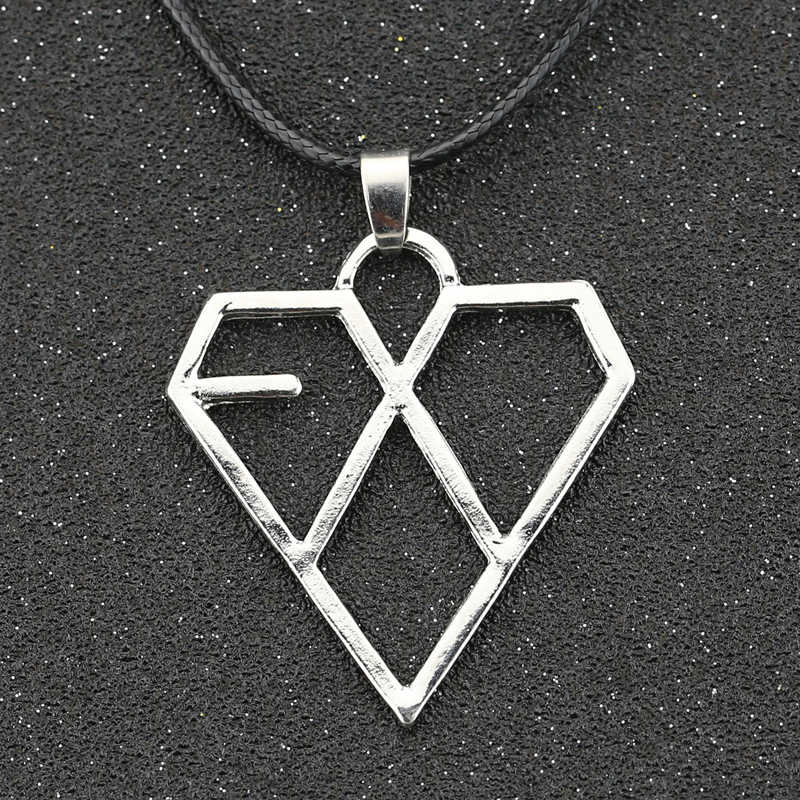 EXO Necklace KPOP Star Korea Supper Band Heart Love Fashion Silver Pendant Jewelry Wholesale