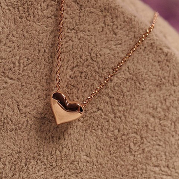 Stylish and elegant sweet cute clavicle chain Short gold heart necklace Simple for girls Lovers oath