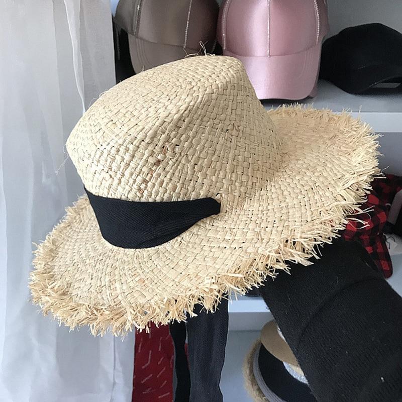 praia preto branco laço de fita chapéus
