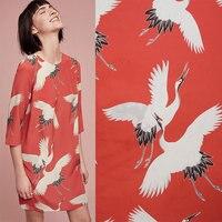 BZ7 100*140 cm Rosso Tessuto di Seta La Gru Vestito Stampato Tessuto Per Abbigliamento Patchwork DIY Tessuto Stile Del Giappone Tessuto Vintage