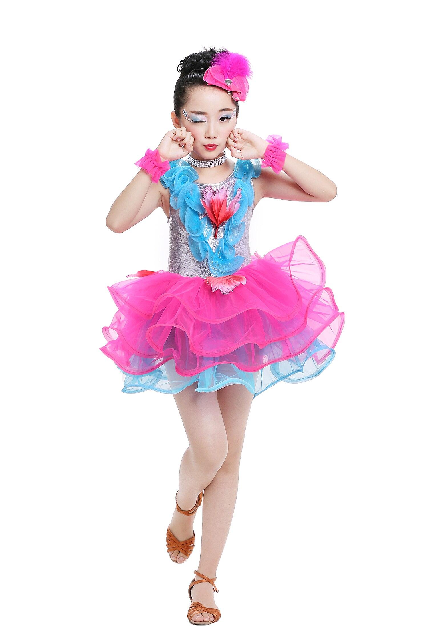 Perfecto Trajes De Baile Impresionante Viñeta - Colección del ...