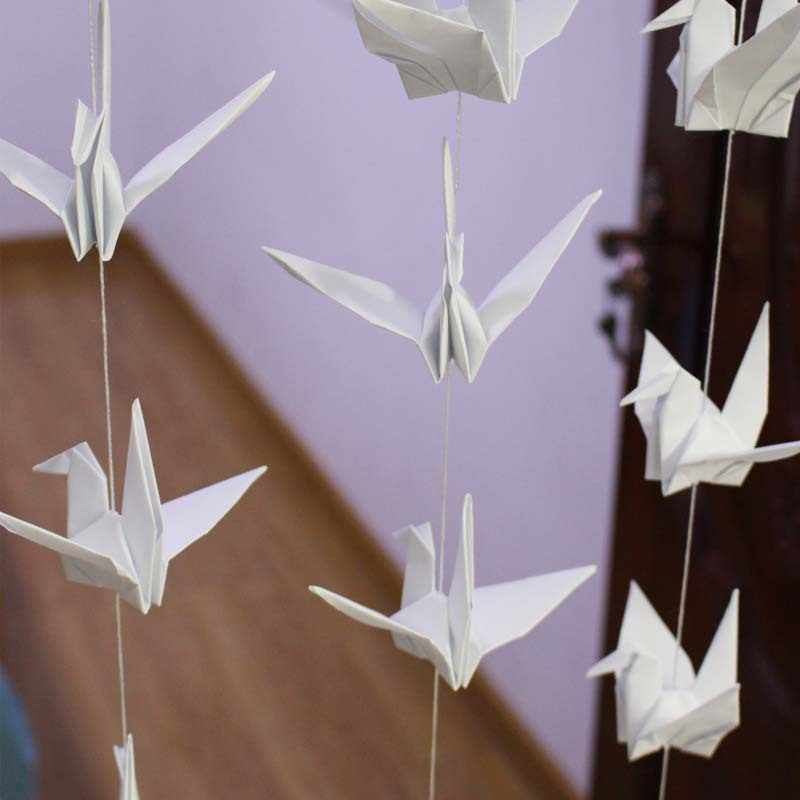 How to Make an Origami Crane for Your Hanging Wedding Decorations ... | 800x800