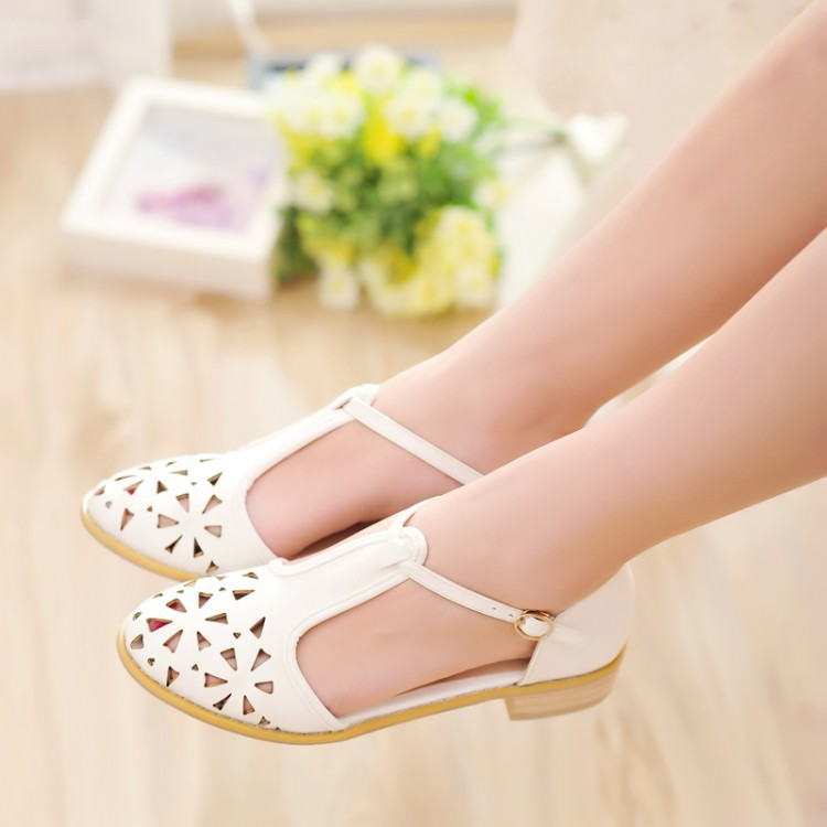 Free Shipping 2017 summer new sandals T straps buckle Cutout Carved Closed toe sandals flat Preppy