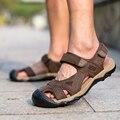 Más el tamaño 39-45 Hombres Sandalias De Cuero Genuino Marea Tapa Velcro Punta Varón Verano Al Aire Libre Casual Zapatos de Playa Planas transpirable O2246