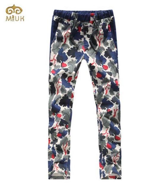 Miuk impresión elástico de la cintura de gran tamaño de los hombres pantalones de camuflaje rectas con Una Cadena de Los Hombres Pantalones de Algodón 42 44 Verde 2017 nueva