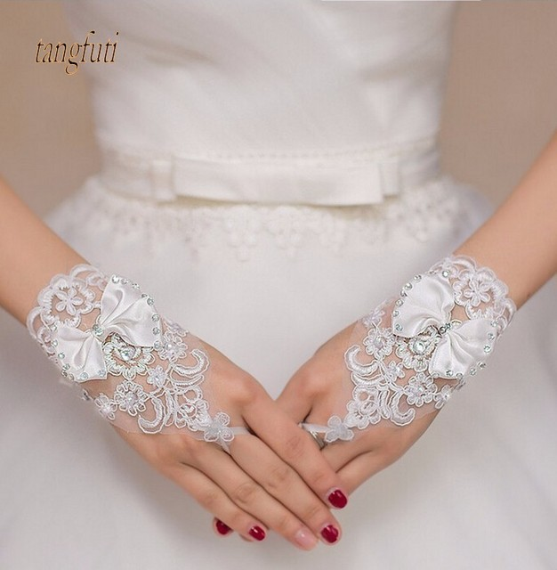 Charming White Ivory Short Wedding Gloves Crystals Beaded Bow Knot Wrist Length Fingerless Lace Bridal