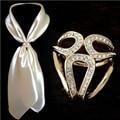 2017 Newst Oro Plata Flores Pins Cristal broche Bufanda Hebilla de Broche de La Boda de Navidad Titular de la Joyería de la Bufanda de Seda