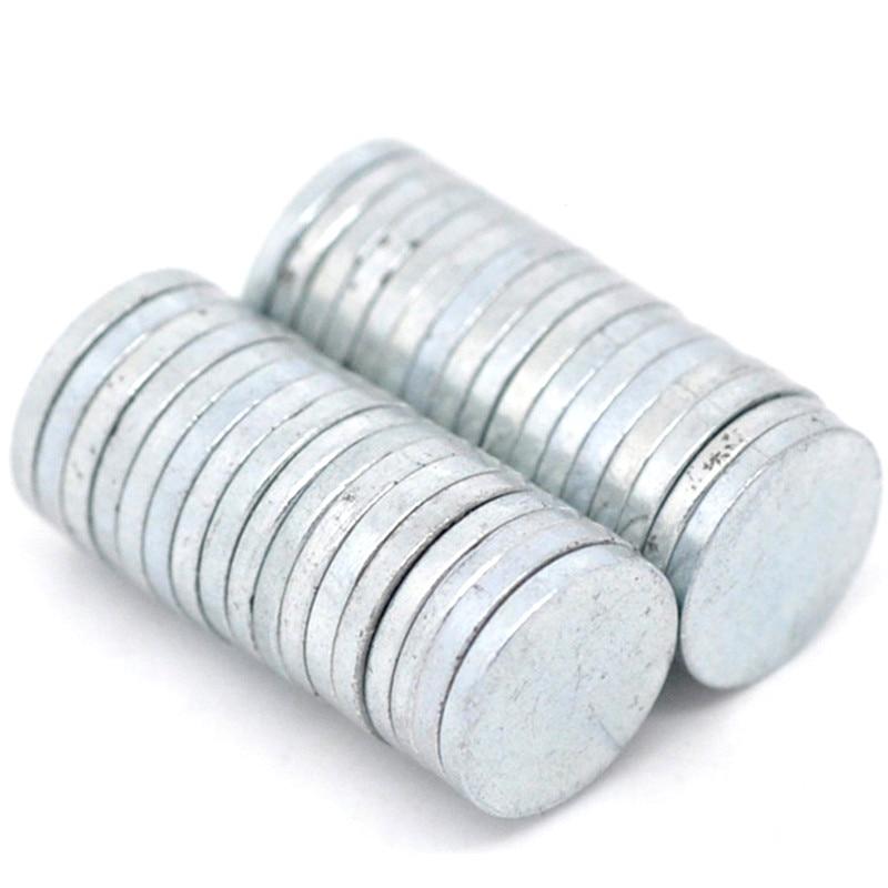 bbd2c00632cc 50 unids Tono de plata ronda granel imanes de disco de neodimio imanes  Imanes de nevera joyería DIY 8mm