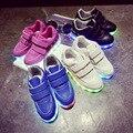 2016 Nueva Moda USB Recargable led zapatos de niños Para niños niñas Iluminan niños Casuales 7 Colores Brillantes de los niños zapatillas de deporte