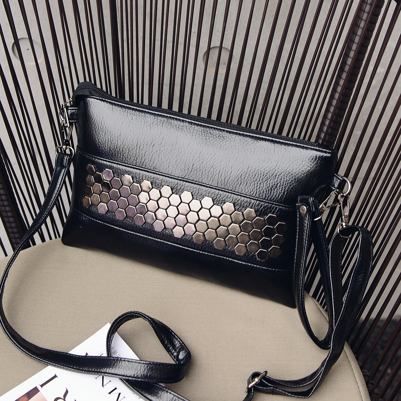 YBYT Brand 2019 New Fashion Casual Women PU Leather Rivet Pack Envelope Package Evening Clutch Shopping Bag Ladies Shoulder Bags