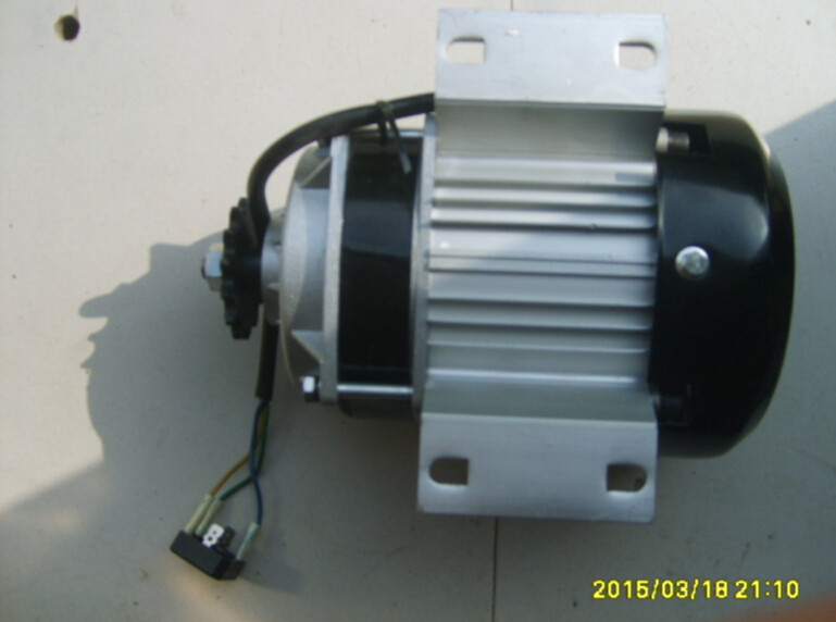 Seat-type 600W  Three Phase AC Generator Permanent Magnet Low-speed Brushless Wind Power Generator 7V/RPS