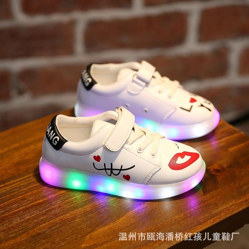 The New Children 's Sports and Leisure Shoes Light USB LED Lamp Lighting Luminous Children' s Shoes handpainted graffiti YXX