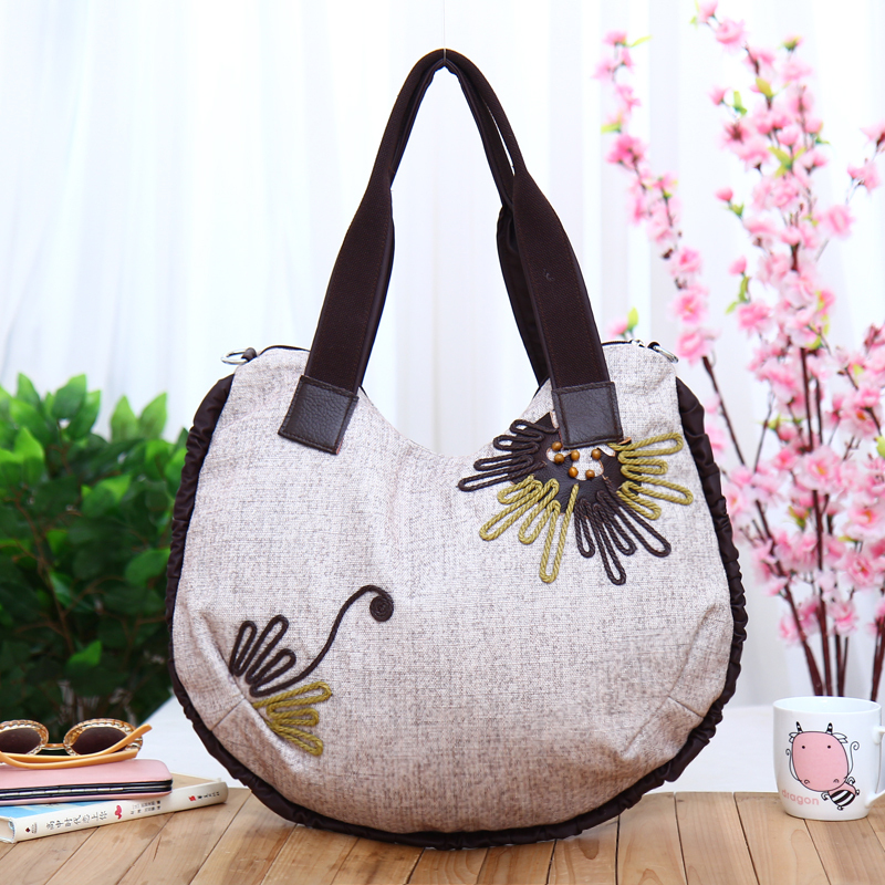 Top Whole Liques Hot Lady Cute Handbags Cloth Carry Bag New Fashion Nation Style Party Art Type Bags In Shoulder From Luggage On