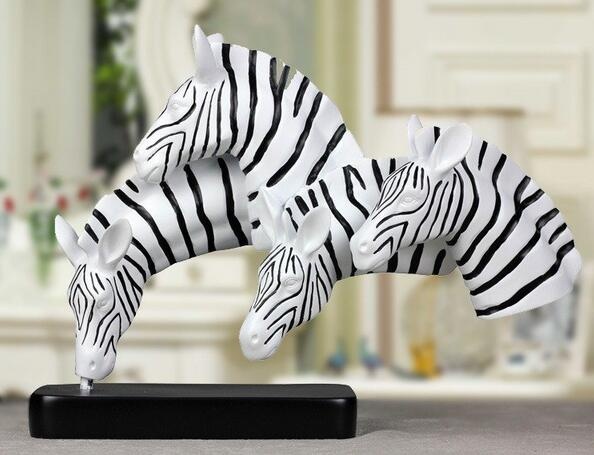Resin Crafts Bigeight Jun Male Wind 8 Horse Up The Desk Of A