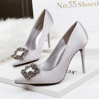 Slip on fashion diamond 2018 fashion sexy ladies shoes Wedding party European women shoes luxury classic solid women pumps