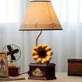 110 V-220 V Sala de Crianças Lâmpada de Mesa Levou E14 Levou Botão Interruptor Lâmpada de Cabeceira Mesa de Luz Retro Fonógrafo dos desenhos animados de Madeira Lâmpada de Mesa
