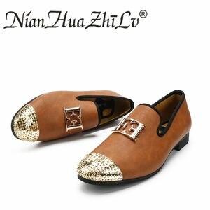 Image 3 - Áo Da Size Lớn Thời Trang nam Giày Thiết Kế Sáng Mặt Khóa và Vàng Kim Loại Mũi Nam Lái Xe Giày Một Phần đế bằng