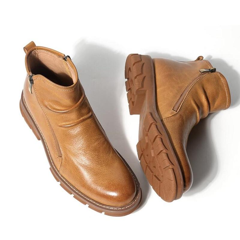 Botas de montar plisadas de cuero de grano completo con punta redonda con cremallera Chelsea botas de hombre de negocios con tacón grueso    1