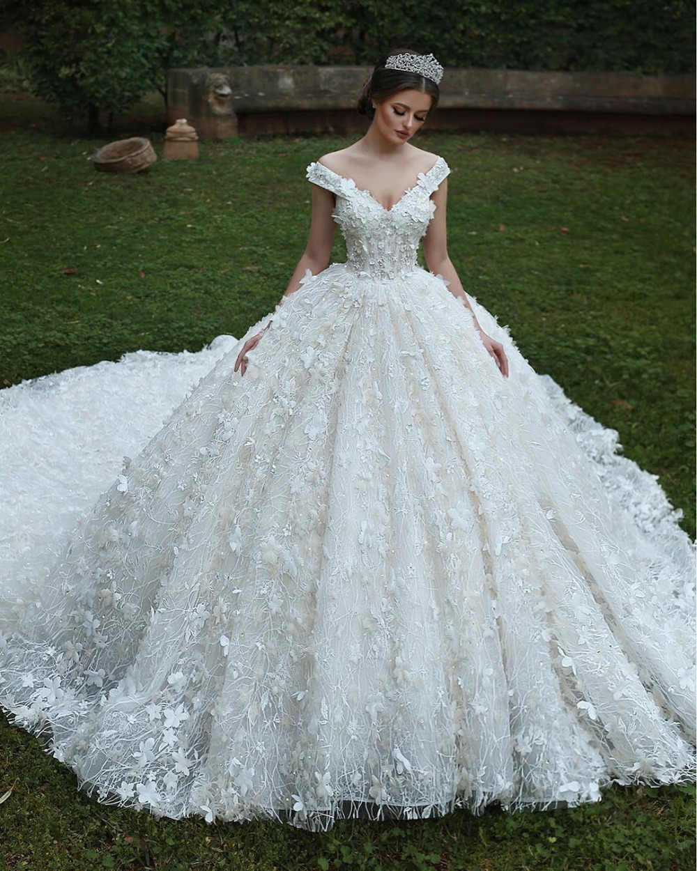 5eef37a5a6d3 Eslieb High-end Custom made lace V-Neck Ball Gown Wedding Dresses Fashion  Wedding