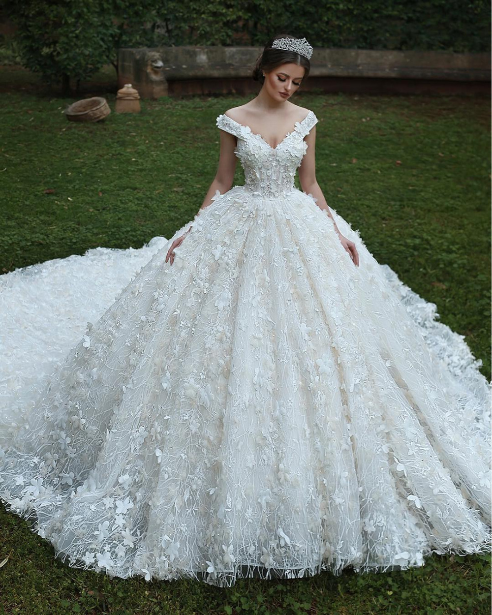 Eslieb High End Custom Made Lace V Neck Ball Gown Wedding