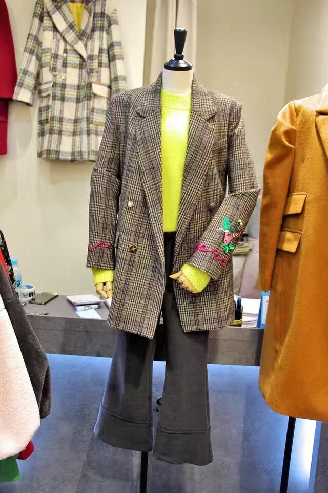 Vintage Suit Coat Women 2019 Spring New Slimming Style Lattice Small Suit Notched Double Breasted Plaid Women Jackets and Coats in Blazers from Women 39 s Clothing