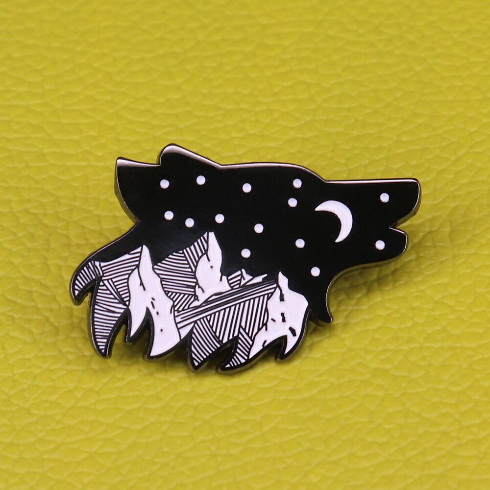 Wolf enamel pin mountain star brooch night sky howling wolf badge nature animal jewelry(China)