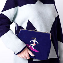 YIZI embroidery clutch bags with metal hasp and shoulder straps for women for casual party [FUN KIK]