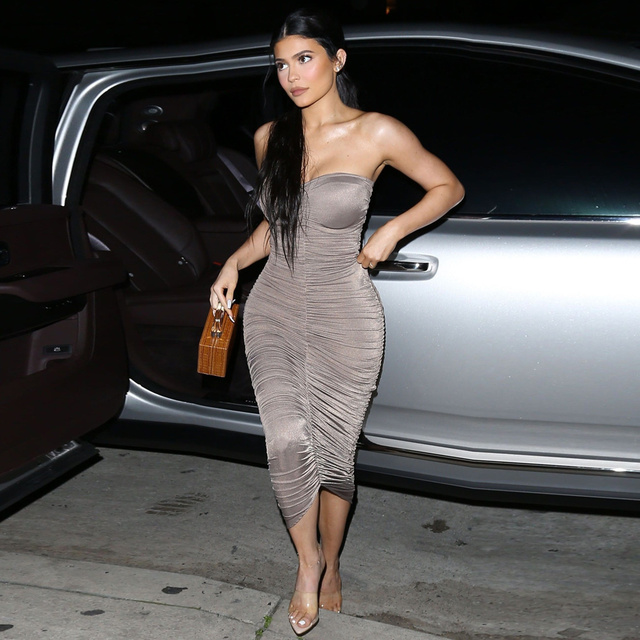 Chic Kylie Jenner Clingy Maxi Dress 2019 Hot New Strapless Ruched Skintight Long Dress Sexy Designer Fancy Asymmetric Hem Gown 1
