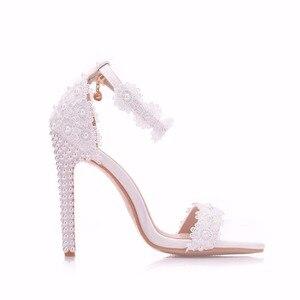 Image 3 - Женские свадебные туфли на тонком высоком каблуке, украшенные кристаллами и жемчугом, свадебные босоножки с белыми цветами, женские летние свадебные туфли