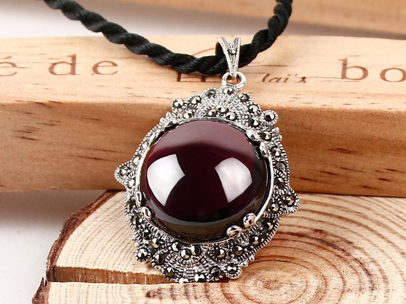 Thai Silver Garnet Ruby Vintage folk style sweater Chain Necklace Pendant 925 Silver Pendant female models 925 sterling silver pendant thai silver natural green agate pendant locket female ruby pendant