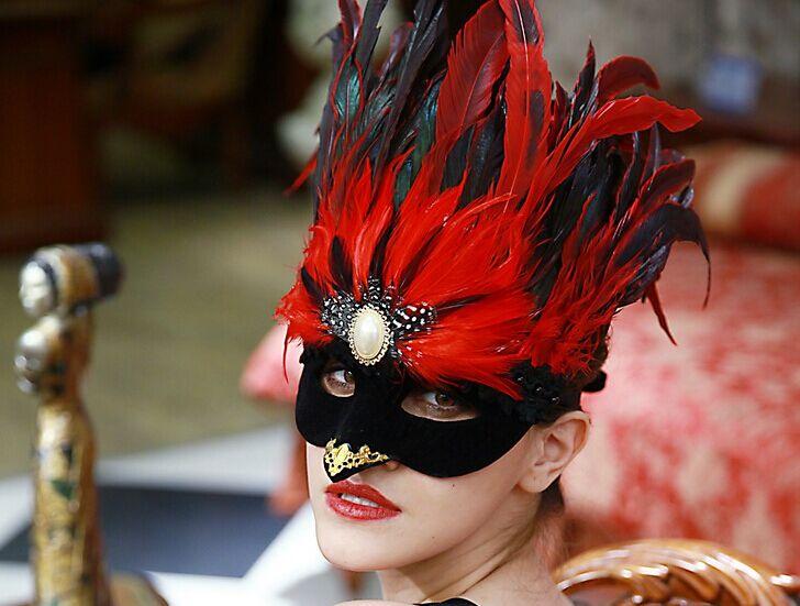 achetez en gros oiseau de plumes masque en ligne des grossistes oiseau de plumes masque. Black Bedroom Furniture Sets. Home Design Ideas