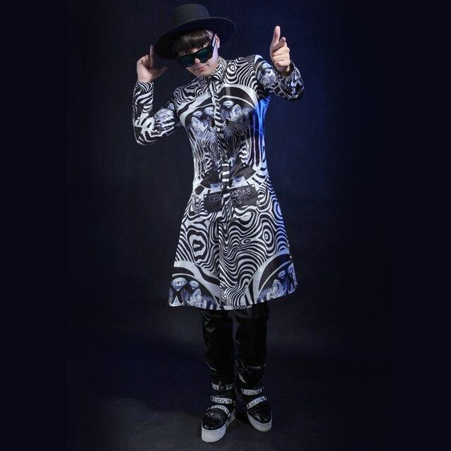 Moda stile punk Della stampa Del Leopardo lungo cappotto maschile cantante  mostra abbigliamento giubbotto stage show 77a93d5f03e