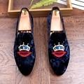 Новый 2017 мужчины бархат мокасины неподдельной кожи поскользнуться на плоские повседневная обувь вождения мокасины красные губы повседневная обувь размер 38-43